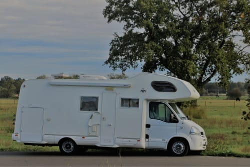 Hire a motorhome in Falkensee from private owners| Miller Mrs. Miller
