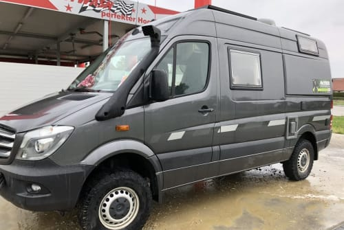 Hire a motorhome in Straßkirchen from private owners| CS-Reisemobile Independent