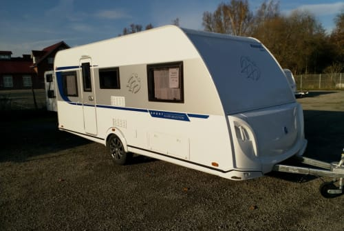 Hire a motorhome in Quakenbrück from private owners| Knaus Sport  500QDK