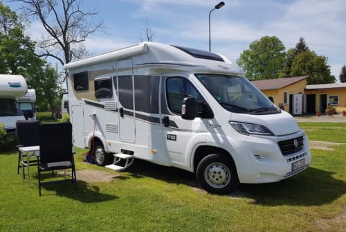 Hire a motorhome in Henfenfeld from private owners| Carado HeinoMobil