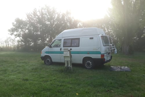 Hire a motorhome in Freiburg im Breisgau from private owners| VW Waka