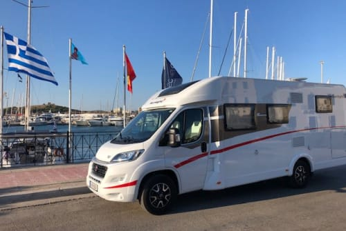 Hire a motorhome in Spata from private owners| Sunlight König Sunlight