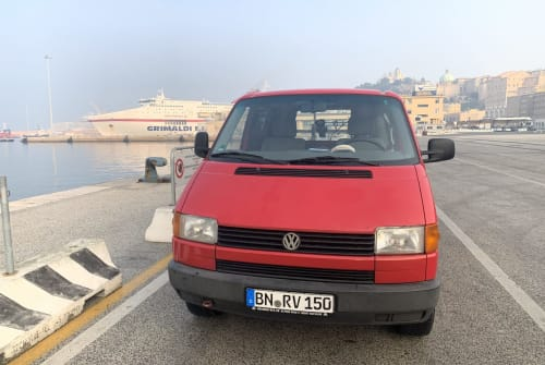 Hire a motorhome in Spata from private owners| Volkswagen T4 Leonidas