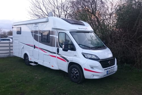 Hire a motorhome in Neumünster from private owners| Fiat 130 Multijet Sunlight Findus