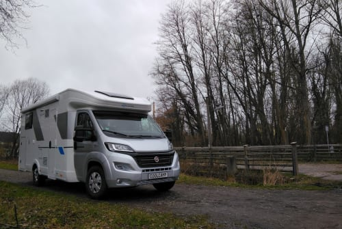 Hire a motorhome in Jena from private owners| SunLiving Ectomobil