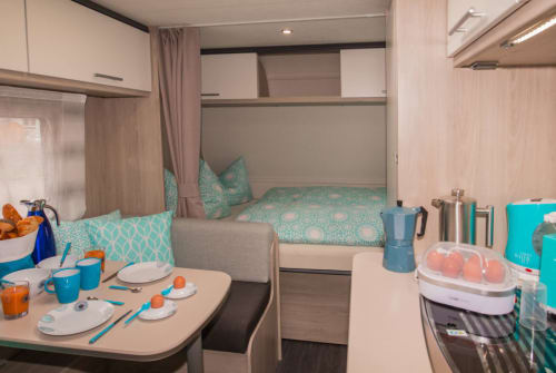 Hire a motorhome in Martinsheim from private owners| Caravelair Frigga