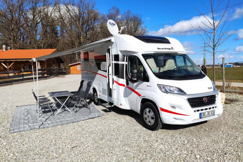 Hire a motorhome in Vaterstetten from private owners| Sunlight BavarianCamper2
