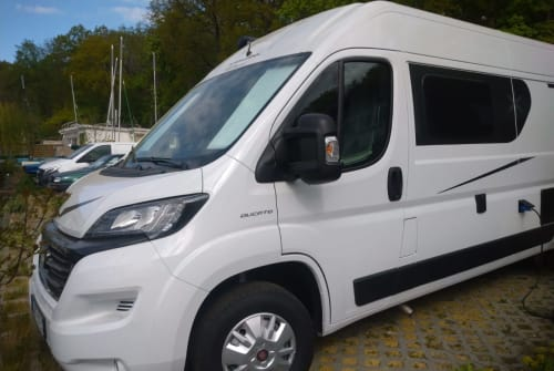 Hire a motorhome in Berlin from private owners| Karmann Luigi