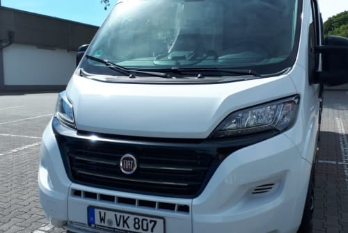 Hire a motorhome in Wuppertal from private owners| Challenger Wamba