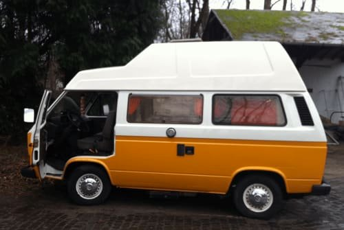 Hire a motorhome in Berlin from private owners  VW Buzza Buzz