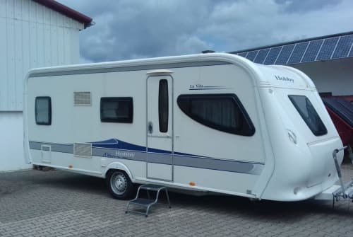 Hire a motorhome in Chieming from private owners| Hobby Wohni