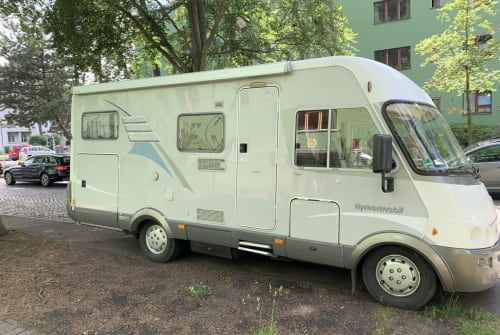 Hire a motorhome in Berlin from private owners| Hymer Kleiner Onkel