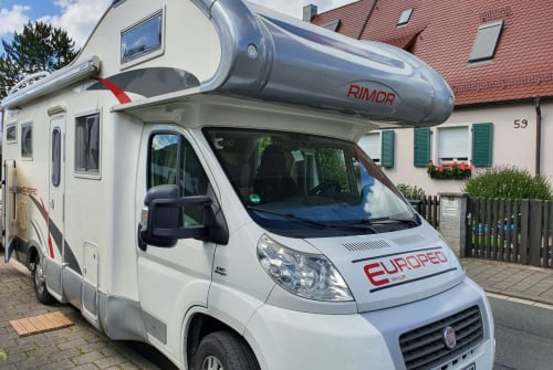 Hire a motorhome in Erlangen from private owners| rimor  Deluxe