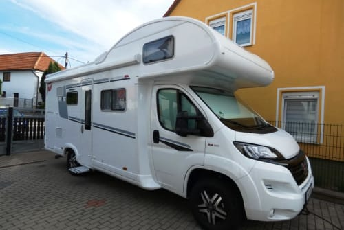 Hire a motorhome in Arnstadt from private owners  Pilote Brittany