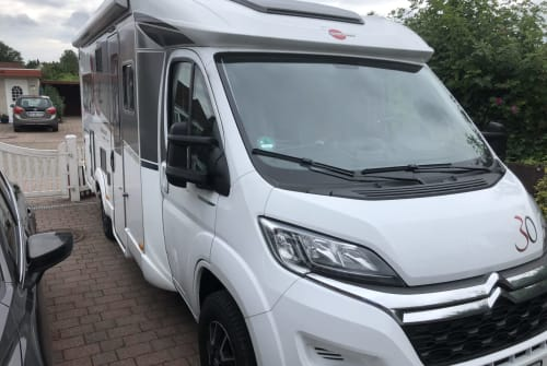 Hire a motorhome in Wahlstedt from private owners| Bürstner Daisy