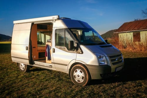 Hire a motorhome in Bayreuth from private owners| Ford VanlifeBayreuth