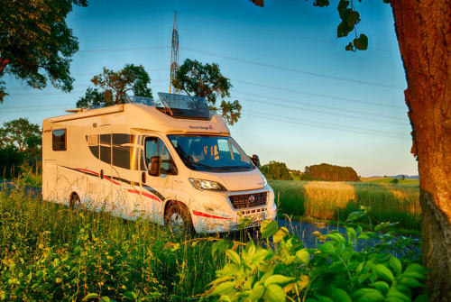 Hire a motorhome in Hünfeld from private owners| Sunlight CampCar