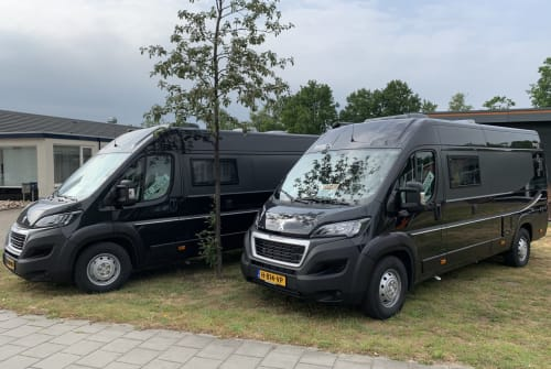 Hire a motorhome in Oldenzaal from private owners| Peugeot Boxer Bravia Swan Magero