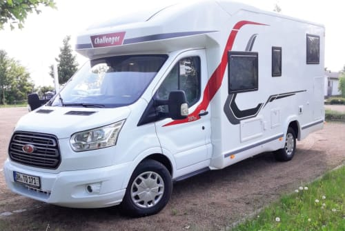 Hire a motorhome in Martfeld from private owners| Challenger Chilli Cruiser