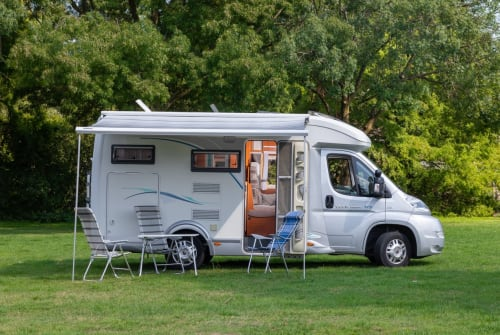 Hire a motorhome in Tilburg from private owners| Chausson Comfort op 5m99