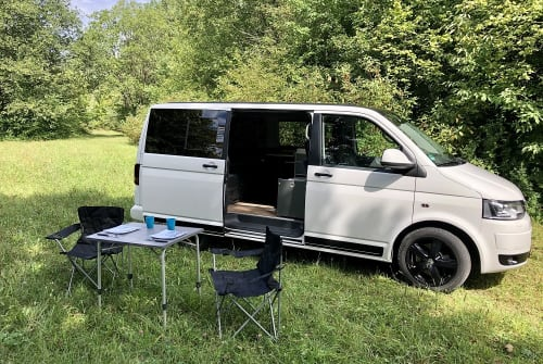 Hire a motorhome in Landsberg am Lech from private owners| VW T5 Barney
