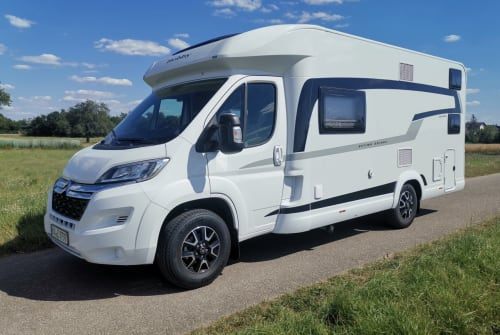 Hire a motorhome in Graben-Neudorf from private owners| Hobby Mick
