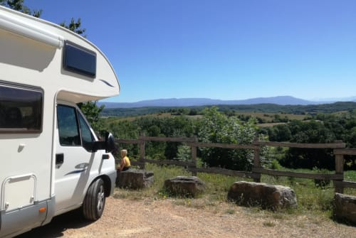 Hire a motorhome in Asperen from private owners| McLouis Joeliday