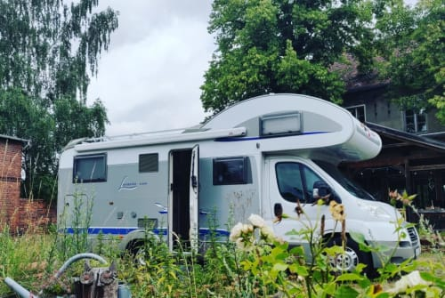Hire a motorhome in Amelinghausen from private owners| Bürstner Bruno
