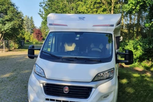 Hire a motorhome in Breydin from private owners  Rimor Seal 66
