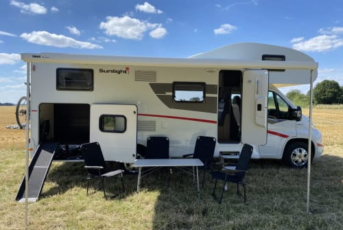 Hire a motorhome in Hassel from private owners| Sunlight Camper mit Hund