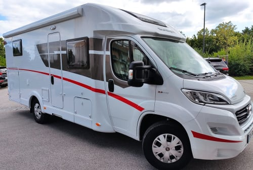 Hire a motorhome in Vaterstetten from private owners| Sunlight BavarianCamper4