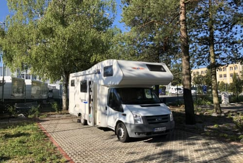 Hire a motorhome in Neustadt an der Weinstraße from private owners| Ford RoadRunner