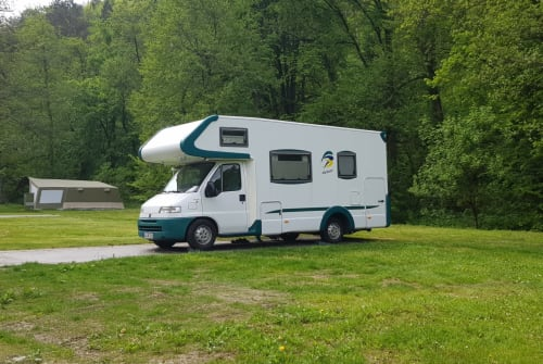 Hire a motorhome in Ohlsbach from private owners| Weinsberg Schlaubi