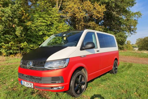 Hire a motorhome in Erlangen from private owners| VW Bulli Rot Weiß