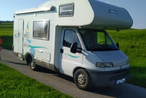 Hire a motorhome in München from private owners| Eifelland Eifelland 610