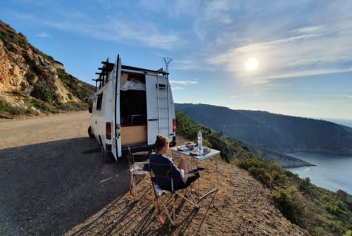 Hire a motorhome in Hernals from private owners| VW Walter White