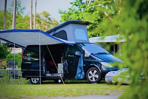 Hire a motorhome in Berlin from private owners| Mercedes Benz UWE