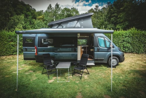 Hire a motorhome in Leipzig from private owners| Knaus VanTourer