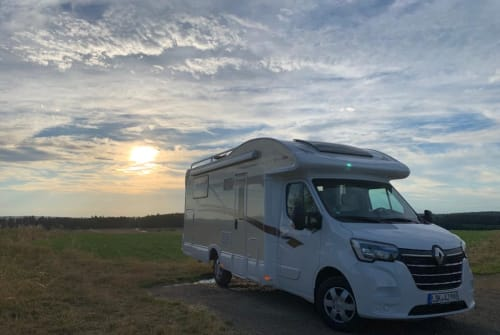 Hire a motorhome in Waldsolms from private owners| AHORN sun_shine