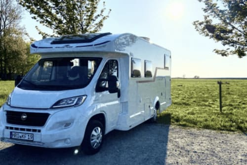 Hire a motorhome in Potsdam from private owners  Roller Team  Knuschel
