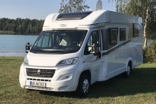 Hire a motorhome in Weißwasser from private owners| Carado Paula