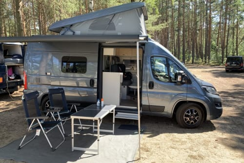Hire a motorhome in Berlin from private owners| Hymer Optimus