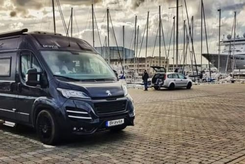 Hire a motorhome in Hamburg from private owners| Bravia Black Pearl
