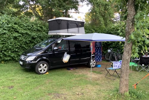 Hire a motorhome in Berlin from private owners| Mercedes-Benz der Schwarze