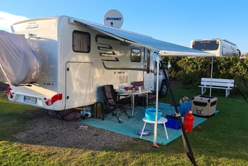 Hire a motorhome in Schliersee from private owners| Hymer Hopsi
