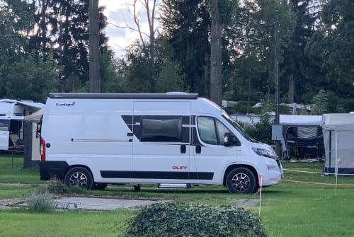 Hire a motorhome in Rösrath from private owners| Sunlight Cliff