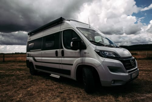 Hire a motorhome in Zittau from private owners| Hymer Blueberry