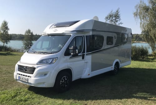 Hire a motorhome in Weißwasser from private owners| Carado  Fred