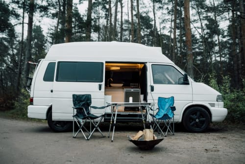 Hire a motorhome in Berlin from private owners| VW Wild West