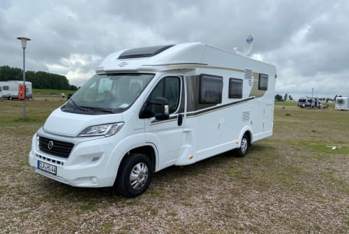 Hire a motorhome in Löningen from private owners| Carado CLP HS 44